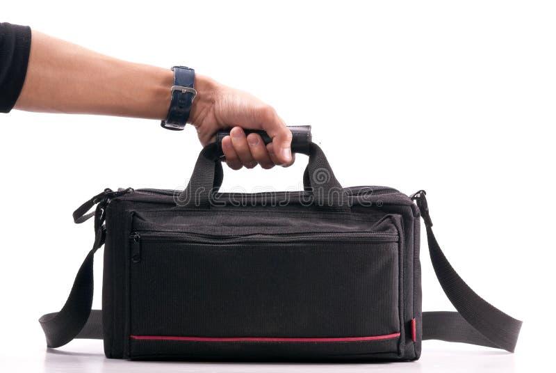 Mano che tiene un sacchetto della macchina fotografica immagini stock libere da diritti