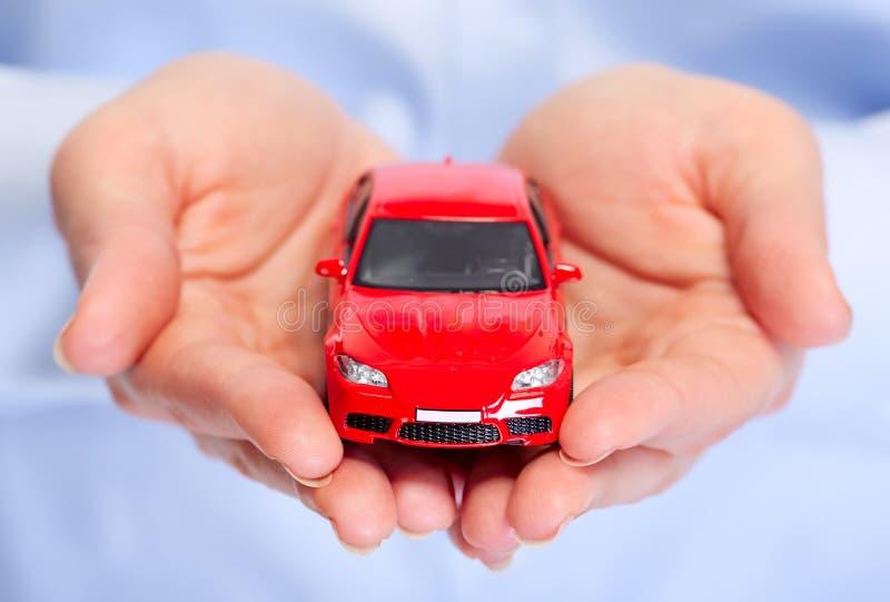 Mano con el coche. fotografía de archivo libre de regalías