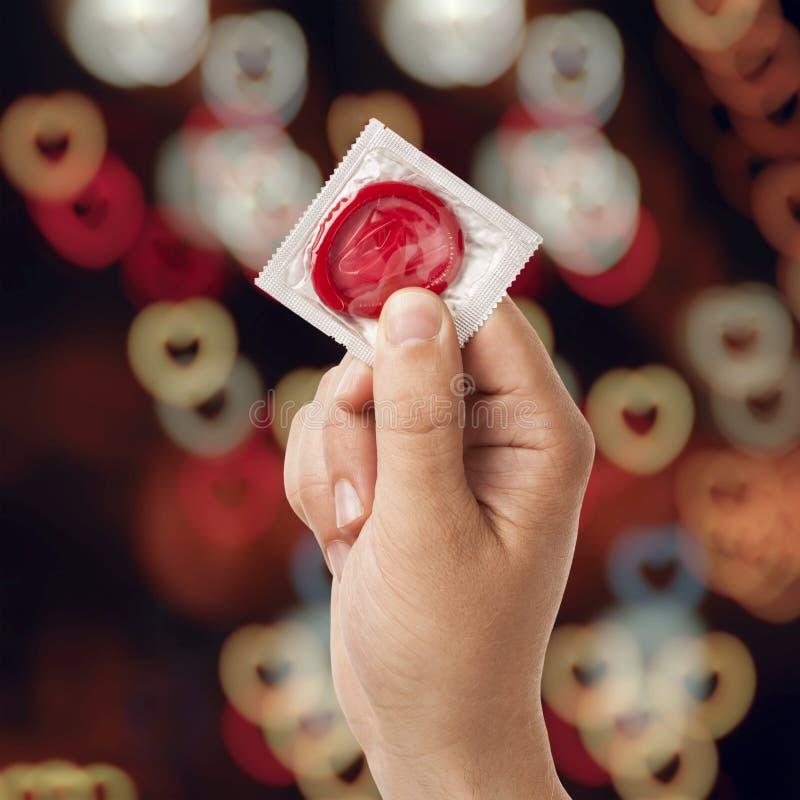 Mano con il preservativo immagine stock libera da diritti