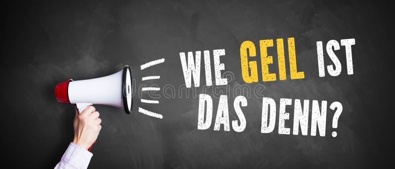 Mano con un megafono davanti ad una lavagna con il ` tedesco del messaggio quanto impressionante è quello? ` fotografie stock libere da diritti