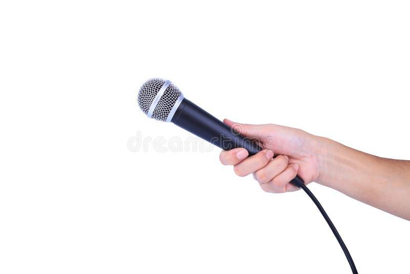Mano con un micrófono aislado en el fondo blanco fotos de archivo libres de regalías