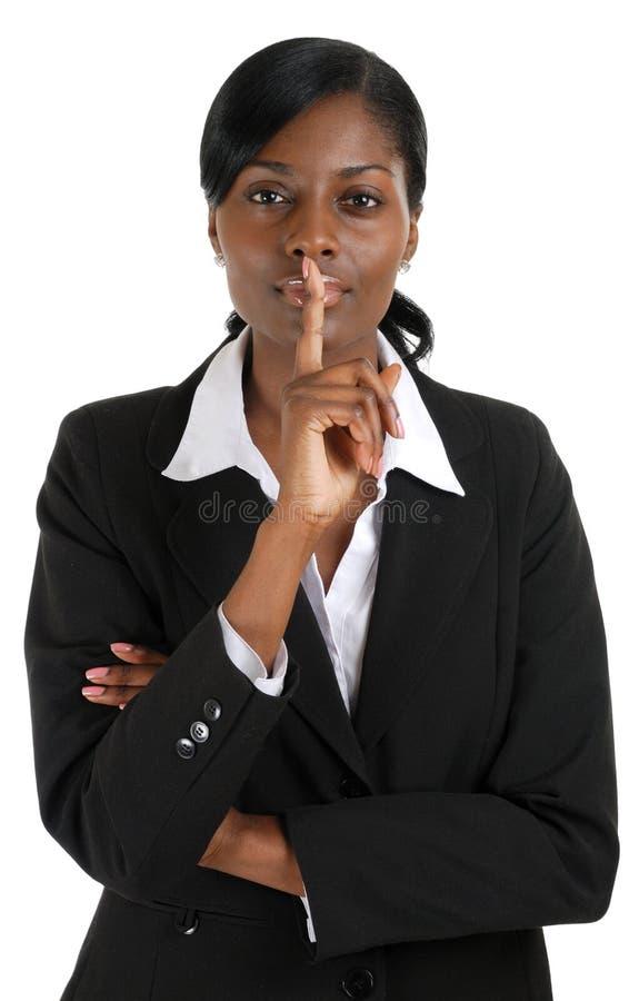 Mano confidente de la mujer de negocios en los labios para el silencio imágenes de archivo libres de regalías