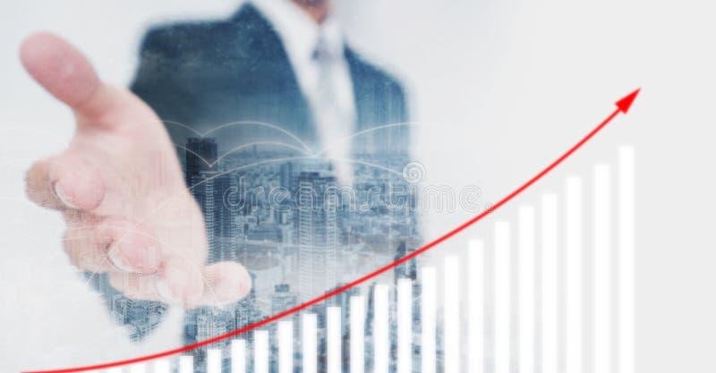 Mano d'estensione dell'investitore di affari, mostrante grafico finanziario aumentante Crescita ed investimento di affari illustrazione di stock