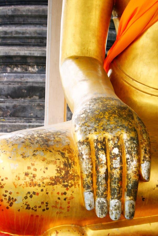 Mano de la estatua budista tailandesa fotos de archivo