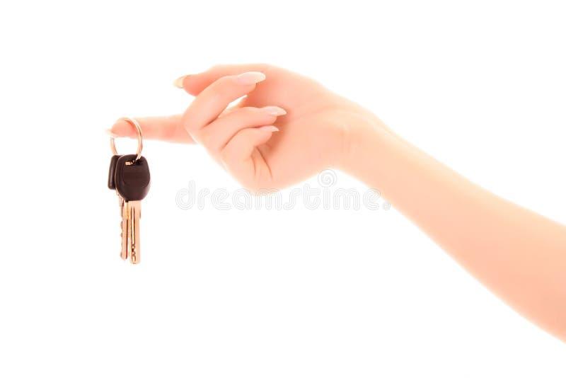 Mano de la mujer con los claves aislados imagen de archivo