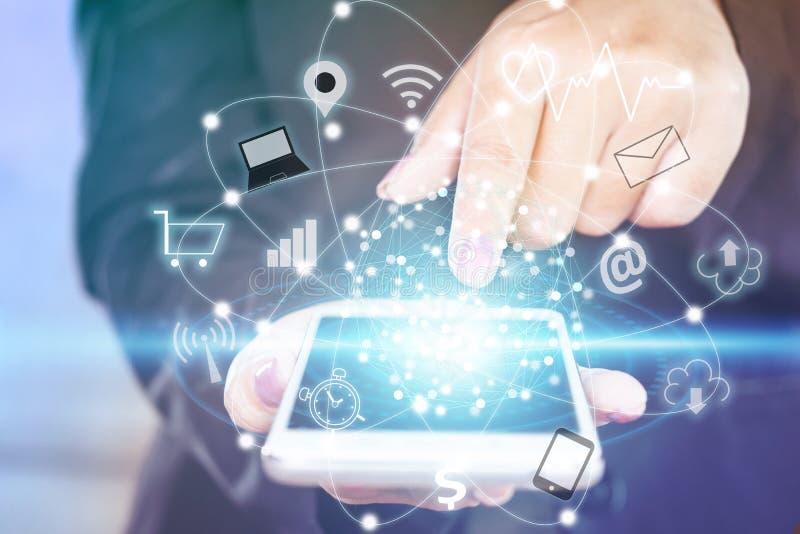 Mano de la mujer de negocios que toca en la pantalla elegante del teléfono con el iot del icono de la tecnología imagen de archivo libre de regalías