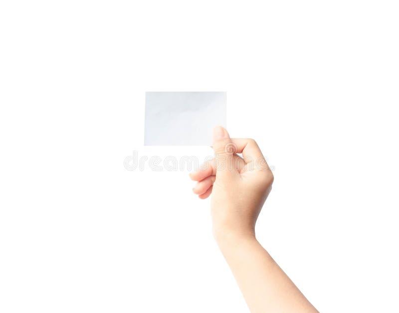 Mano de la mujer que sostiene el papel aislado en el fondo blanco foto de archivo libre de regalías