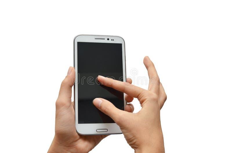Mano de la mujer usando la pantalla táctil del teléfono móvil imagenes de archivo