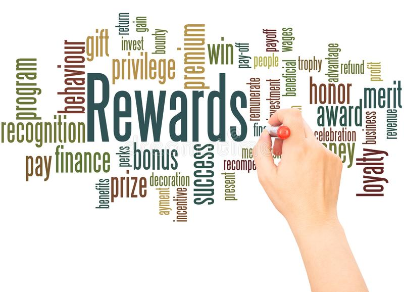 Mano de la nube de la palabra de las recompensas que escribe concepto foto de archivo libre de regalías
