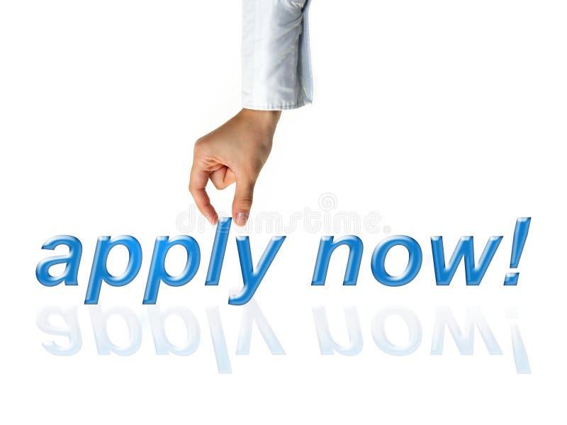 Mano de la publicidad del reclutador para que ofertas de empleo empleen para el negocio fotografía de archivo