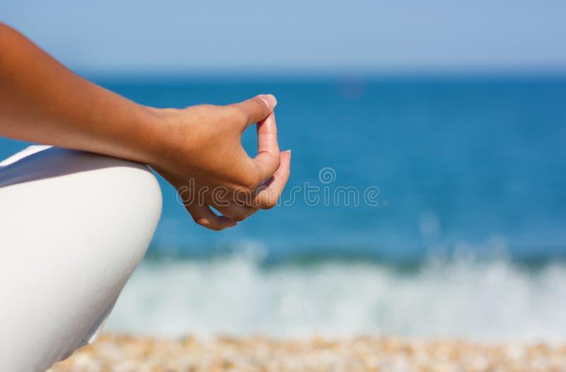 Mano de la yoga imagen de archivo libre de regalías
