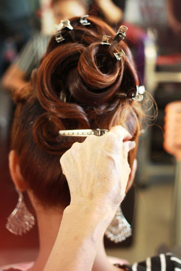 Mano de los stylist's del pelo imagenes de archivo
