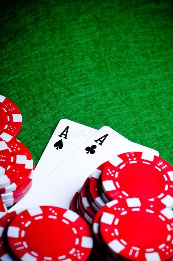 Mano de póker con las virutas, as del bolsillo foto de archivo libre de regalías