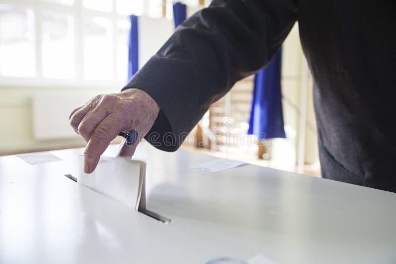 Mano de votación fotografía de archivo libre de regalías