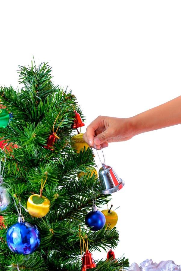 Mano del bambino asiatico che tiene poca campana per il Natale della decorazione fotografie stock