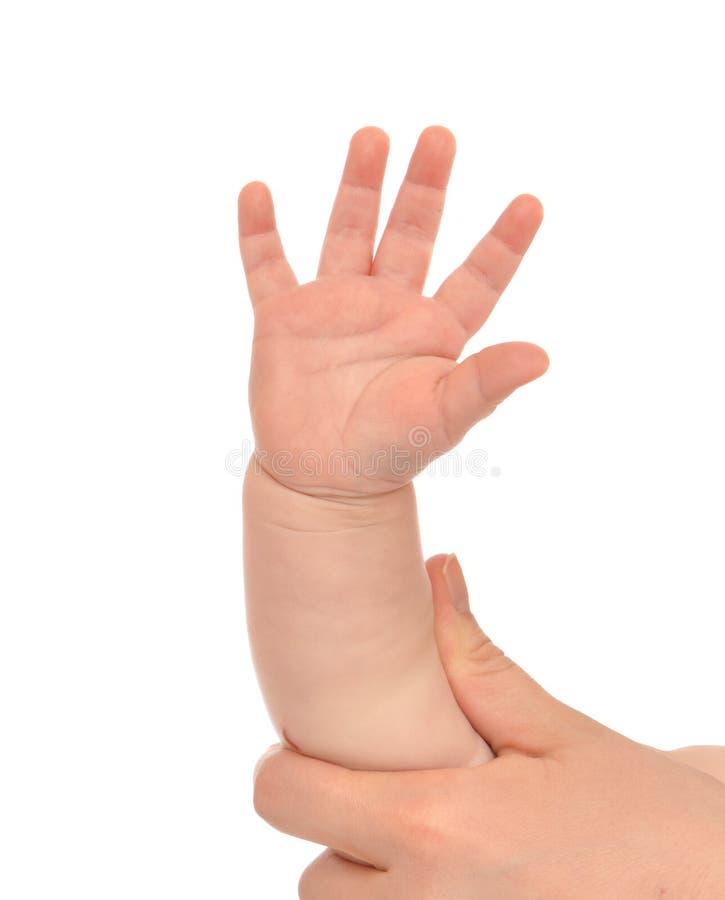 Mano del bambino del bambino del piccolo bambino con cinque dita immagine stock libera da diritti