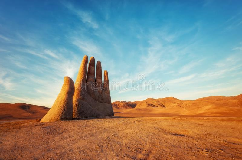 Mano del Desierto,沙漠手,智利,在公共高速公路旁边 库存照片