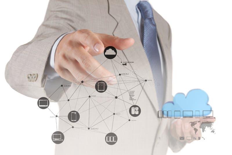 Mano del hombre de negocios que trabaja con un di computacional de la nube foto de archivo