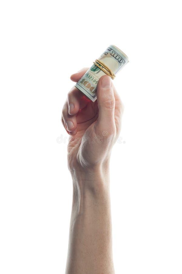 Mano del hombre que lleva a cabo 100 billetes de dólar aislados en blanco Rollo del billete de banco de los dólares americanos imagenes de archivo