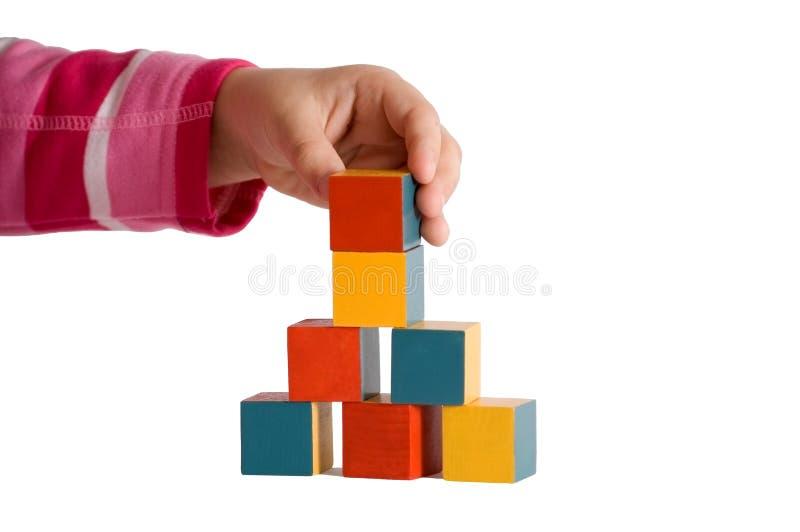 Download Mano Del Niño Que Construye Una Torre Foto de archivo - Imagen de balancing, azul: 7277404