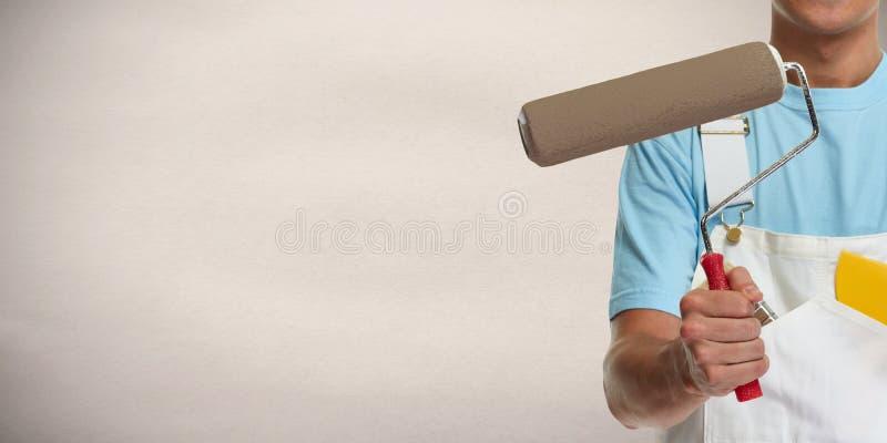 Mano del pintor con el rodillo de pintura imágenes de archivo libres de regalías