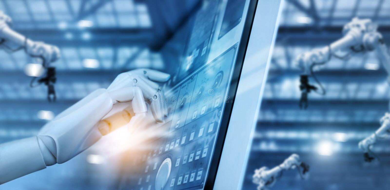 Mano del robot que trabaja en el panel de control en fábrica inteligente imagen de archivo