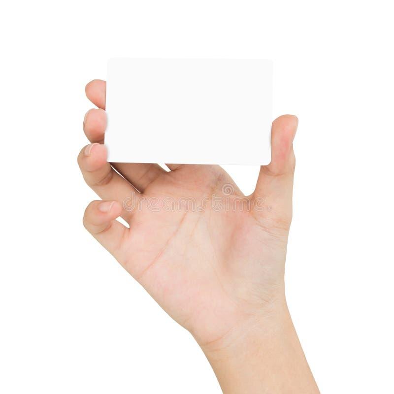 Mano della donna che tiene carta in bianco che mostra vista frontale isolata sul whi fotografie stock