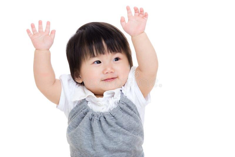 Mano della neonata due dell'Asia su fotografia stock libera da diritti