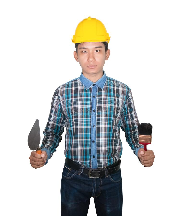 Mano della plastica gialla del casco di sicurezza di usura del pennello della cazzuola e del triangolo della tenuta dell'ingegner immagine stock