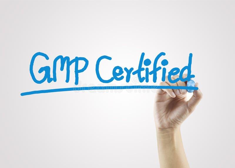 Mano delle donne che scrive il certified& x28 di GMP; buon practices& fabbricante x29; c fotografia stock