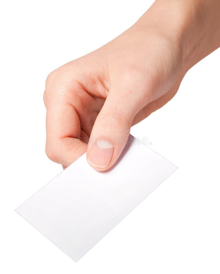 Mano delle donne che tengono il contrassegno del documento in bianco fotografia stock libera da diritti