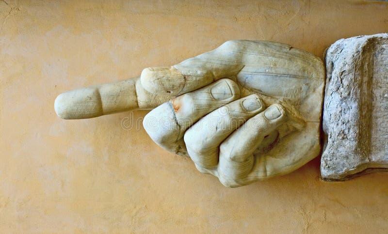 Mano di pietra che mostra senso fotografia stock libera da diritti