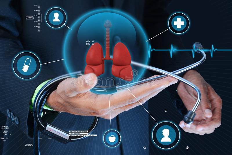 Mano elegante que muestra los pulmones y el estetoscopio humanos fotos de archivo libres de regalías