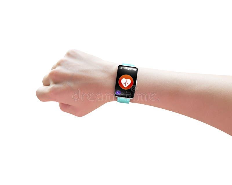 Mano femenina que lleva el reloj elegante con el sensor de la salud foto de archivo
