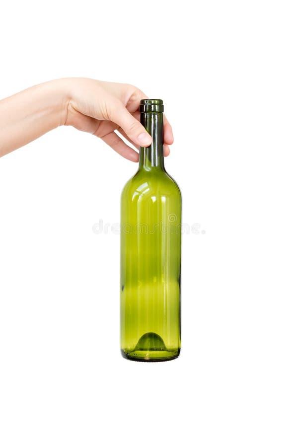 Mano femenina que sostiene la botella de cristal vacía aislada en blanco Basura reciclable Reciclando, la reutilización, disposic fotos de archivo