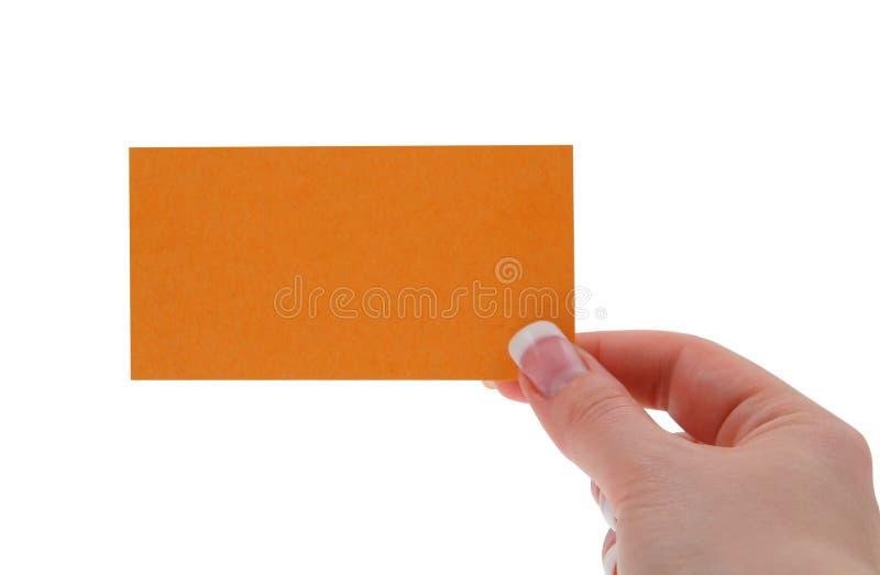 Mano femenina que sostiene la tarjeta de visita en blanco imágenes de archivo libres de regalías