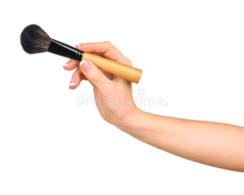 Mano femenina que sostiene un cepillo profesional del maquillaje imagen de archivo libre de regalías