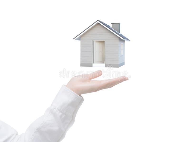 Mano femminile che mostra casa 3D isolata su fondo bianco fotografie stock libere da diritti
