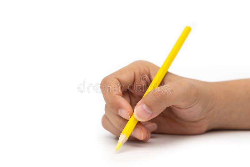 Mano femminile con la matita variopinta isolata su fondo bianco fotografia stock libera da diritti