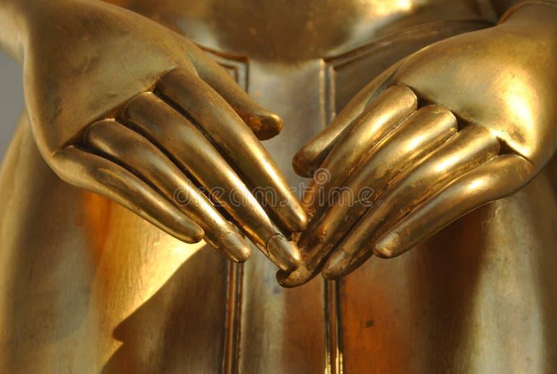 Mano hermosa de la estatua del oro de Buda fotos de archivo libres de regalías