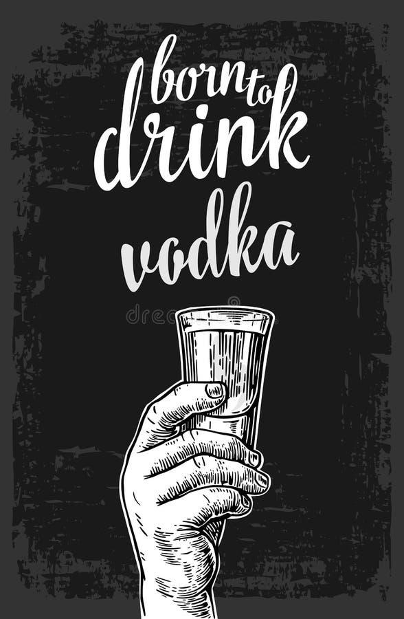 Mano maschio che tiene un vetro con vodka Illustrazione d'annata dell'incisione per l'etichetta, manifesto, invito a fare festa royalty illustrazione gratis
