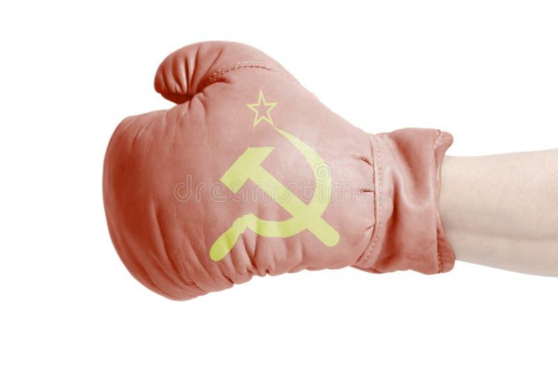 Mano masculina en guante de boxeo con la bandera de URSS fotografía de archivo
