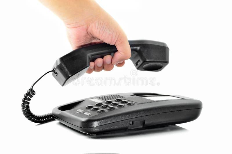 Mano masculina que sostiene el receptor del teléfono imagen de archivo libre de regalías