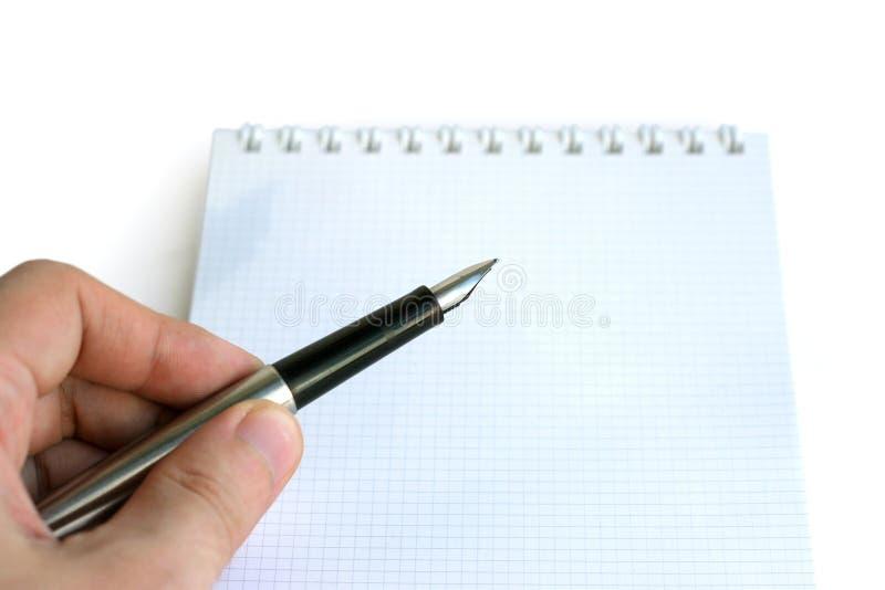 Mano, penna e nota fotografie stock