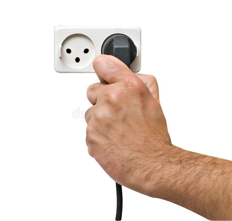 Mano que inserta el enchufe de potencia al socket imagenes de archivo