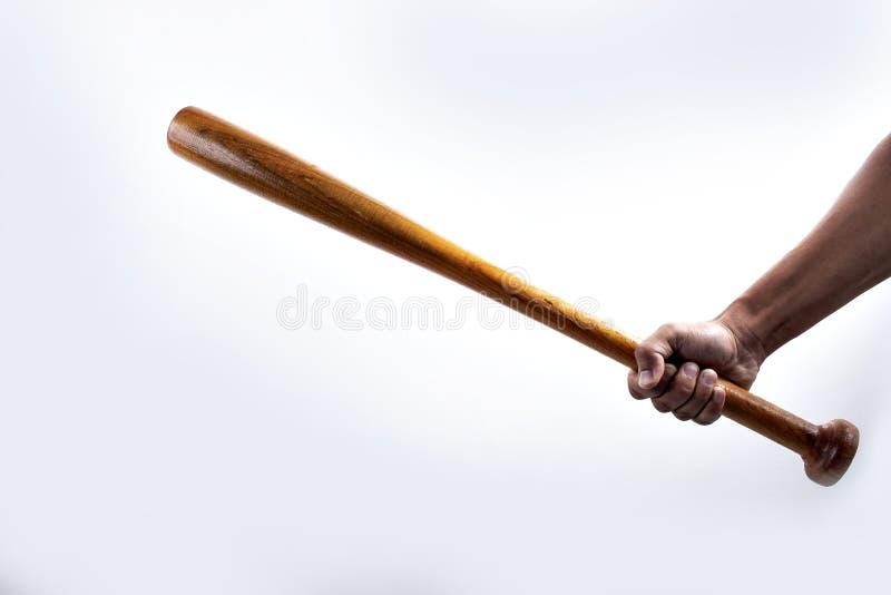 Mano que sostiene el bate de béisbol de madera fotos de archivo