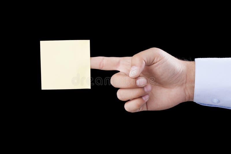 Mano que sostiene el papel de carta en blanco fotos de archivo