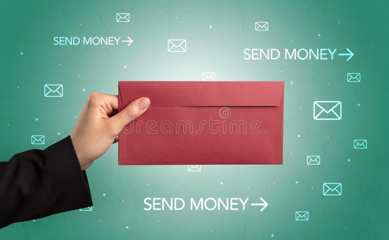 Mano que sostiene el sobre con símbolos alrededor imagen de archivo libre de regalías