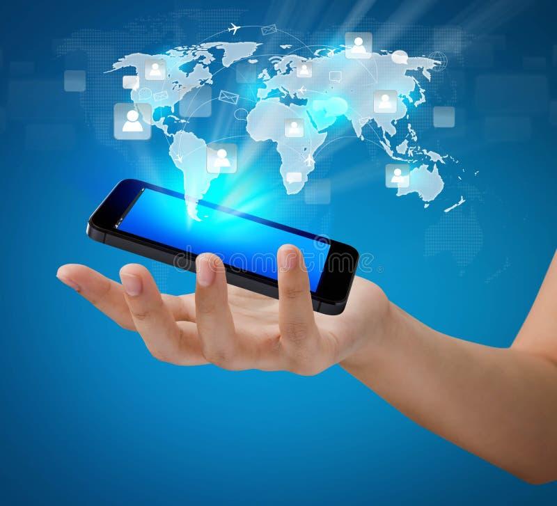 Mano que sostiene el teléfono móvil moderno de la tecnología de comunicación ilustración del vector