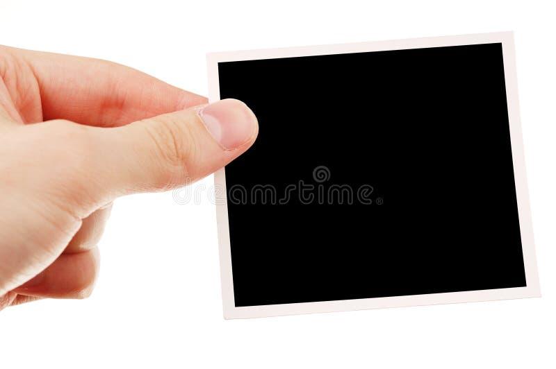 Mano que sostiene la foto en blanco foto de archivo libre de regalías